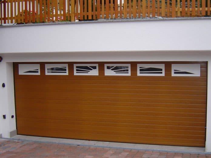 Sektionaltor Holzimitation Fenster